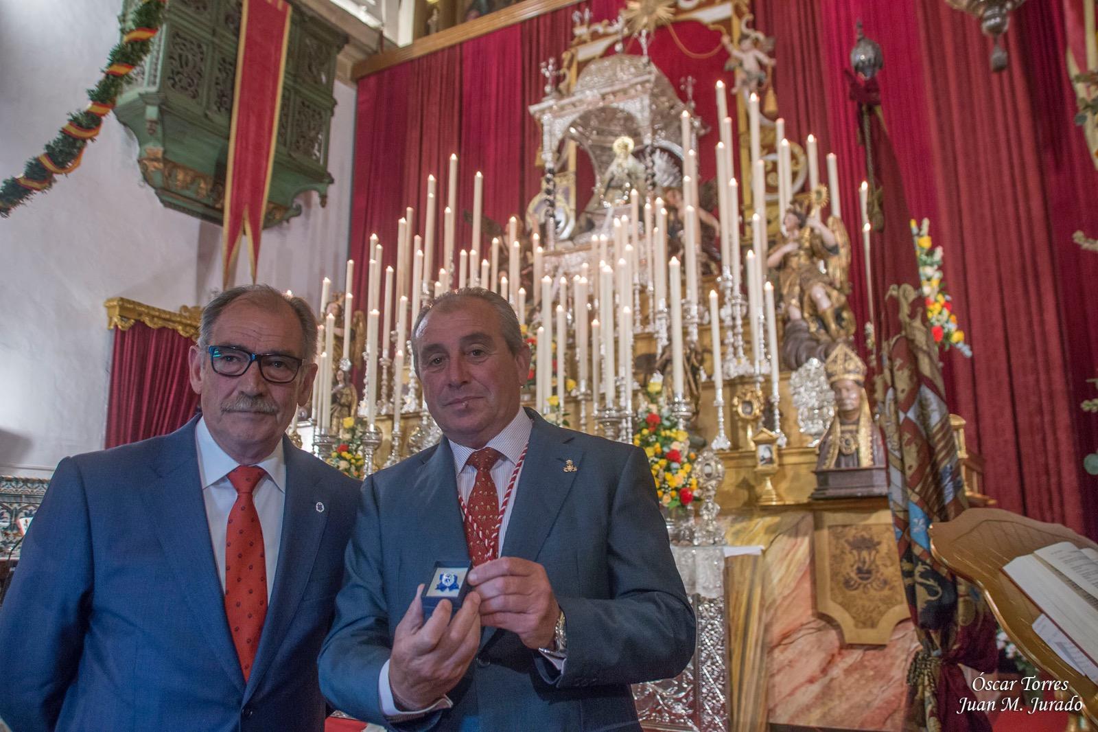 INSIGNIA DE HONOR A LA VIRGEN DE LA CARIDAD CORONADA DE SANLÚCAR DE BARRAMEDA-CÁDIZ